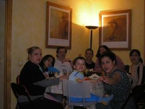 Maru y jesica (de Argentina) con la familia de Stephanny