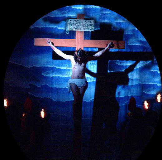Jesus en la Cruz--Teatro