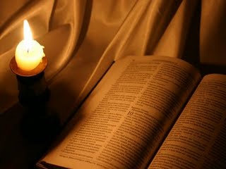 Biblia con Candela