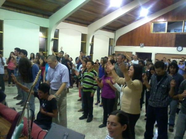¡Gloria a Dios por la respuesta de nuestros líderes en el altar!