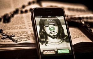 Dios llamando_teléfono