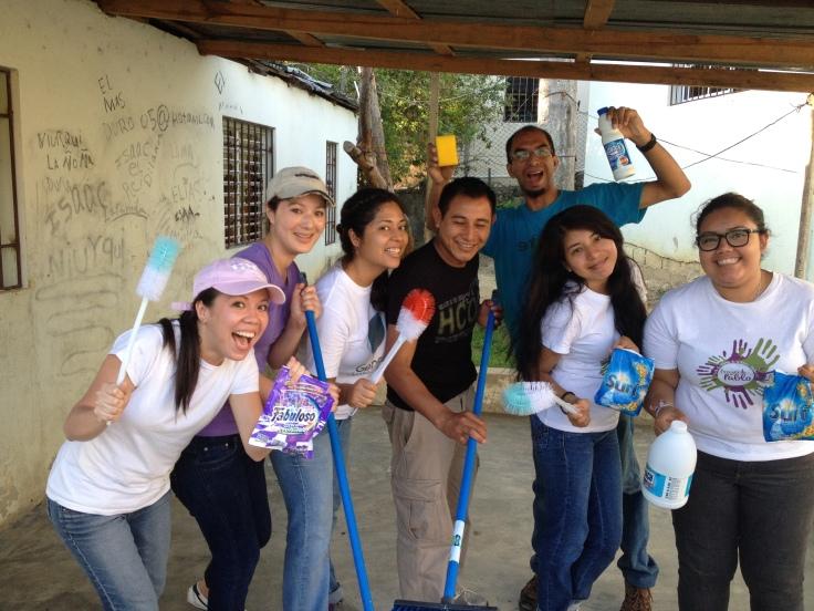 ¡Sirvieron en Manoguayabo por medio de limpiar baños en la comunidad!