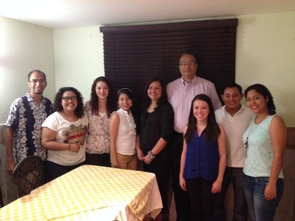 Dr. Luis Carlos Saenz y su esposa Rosa celebraron una cena de envío la última noche del entrenamiento.  Gracias a Dios por nuestros líderes.