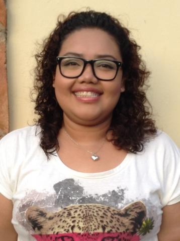 Daniela González Guerrero, sirviendo en Veracruz, México