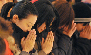 praying Japan