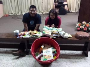 Freivy y Helen, sirviendo en San Pedro Sula