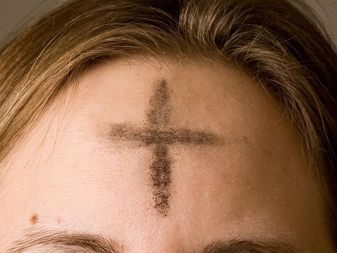 ash-wednesday-ashes-on-forehead-of-christian