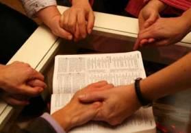 orar-manos-biblia