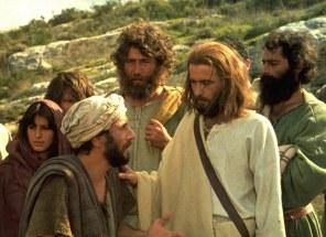 People-surround-Jesus