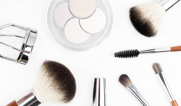 makeup-brush-1768790_960_720.jpg