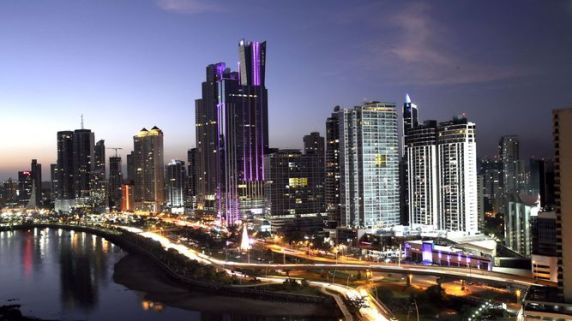 Panama-transforma-colores-aprecia-diferentes_LPRIMA20150122_0222_23.jpg